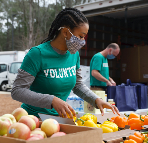 volunteer packing up food